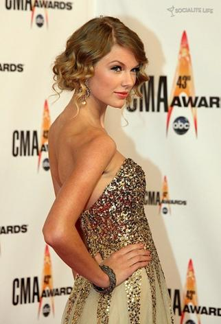 How To Do Taylor Swift Curls. Taylor Swift