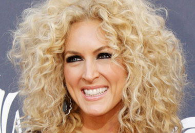 46th Annual Academy of Country Music Awards 2011 Country Curlies!