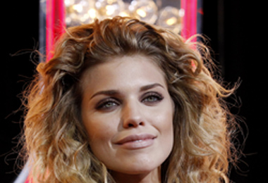Get AnnaLynne McCord's Curly Hairstyle