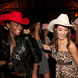 Leila Lopes dancing in a cowboy hat