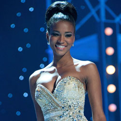 Leila Lopes as Miss Universe