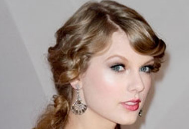 Curly Celebrity Love: Taylor Swift's Relaxed Curls