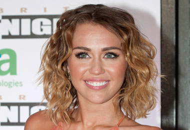 Textured Hair Trends: Miley Cyrus Shows Off Natural Waves