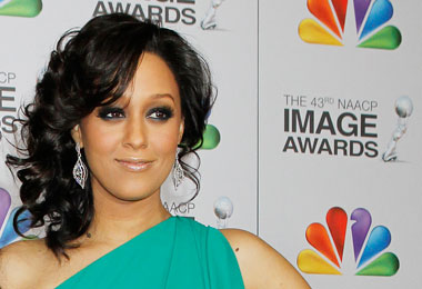 Tia Mowry Chops off Long Locks