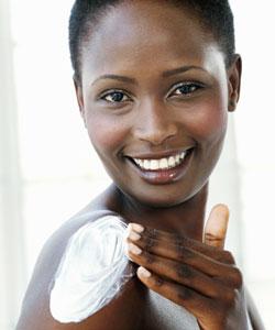 lady applying skin moisturizer