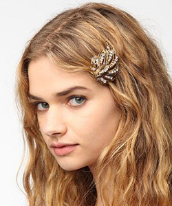 Urban Outfitters Swooping Feather Hair Clip