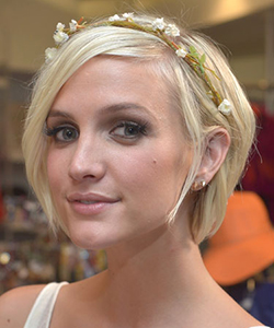 Ashlee Simpson wearing a flower hair accessory
