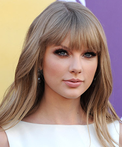 Taylor Swift wavy hair, April 2012