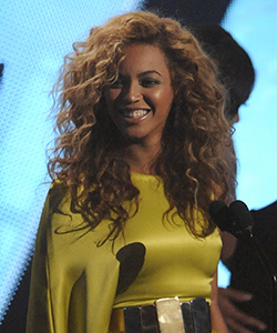 Beyonce sporting sultry curls