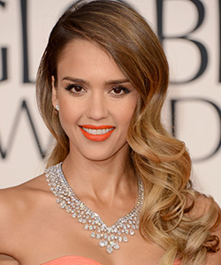 rby gg13 beauty Jessica Alba lgn Tress Talk: Side Part Domination at the Golden Globes