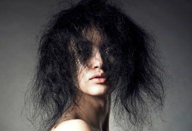 How to Detangle and Prevent Frizz