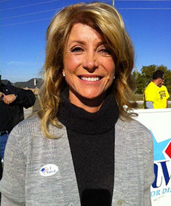 Why Wendy Davis (And Women in Politics) Don't Wear Their Hair Curly