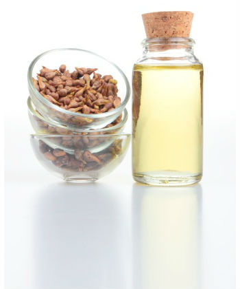 http://www.naturallycurly.com/wp-content/uploads/2013/11/grapeseed-oil.jpg