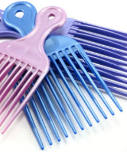 Should You Be Using a Plastic or Metal Afro Pik?