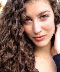 World of Curls: Swiss Wavy Vlogger Shalimarcat