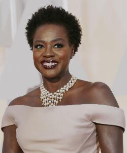 Viola Davis SLAYED The Oscars Red Carpet Last Night