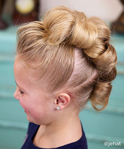 The Cutest 3-Minute Flower Bun Hawk