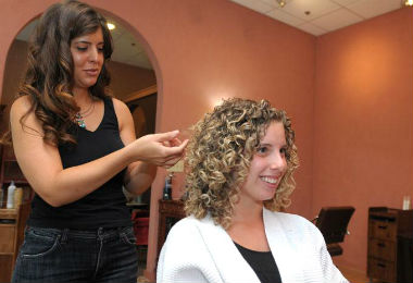 4 Things You Should NEVER Say (or Do) to Your Hair Stylist