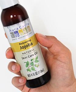 8 Benefits of Jojoba Oil for Hair & Skin