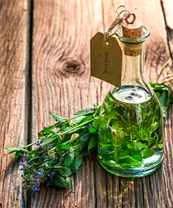 Try This Lemon Balm Hair Rinse for Your Oily Scalp
