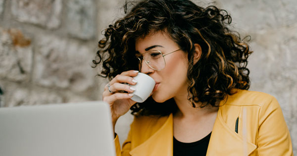 how to use coffee for hair rinse