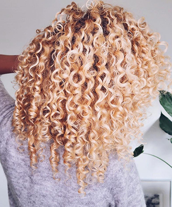 How Sanne Gets Defined, Frizz-Free Curls